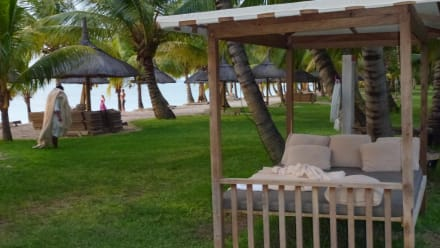 ein bett im garten bild lux le morne in le morne mauritius s dk ste mauritius. Black Bedroom Furniture Sets. Home Design Ideas