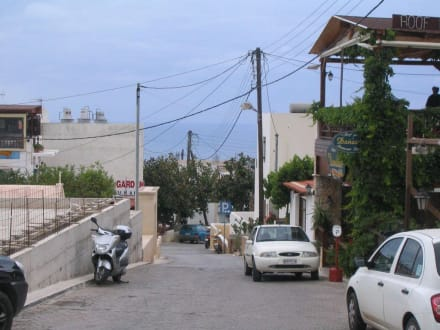 Straße und Blick Richtung Chersonissos - Dorf Koutouloufari