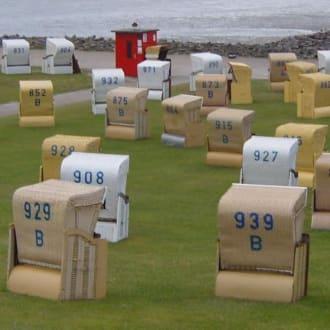 Der 3. Abschnitt für die Strand-Sessel = rot. - Strand Büsum