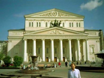 In der Nähe des Hotels;  Das Bolschoi -Theater - Bolschoi-Theater