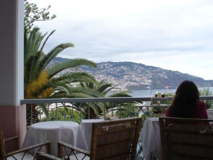 Blick von der Terrasse des Reids Palace Hotel - Teatime im Reids Palace Hotel