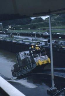 Eine Diesellokomotive aus der Nähe - Panamakanal