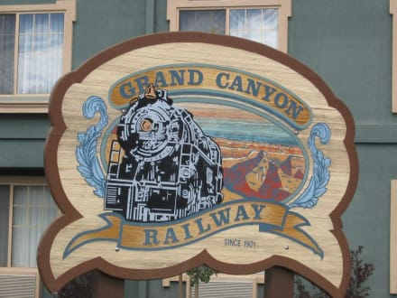 Grand  Canyon Railway - Dampflok an den Canyon