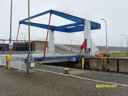 Die Waagebalken-Klappbrücke! - Eider-Sperrwerk