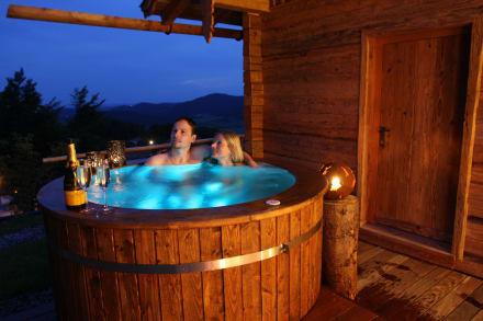 romantik im hotpool bild chalets bergdorf h ttenhof in. Black Bedroom Furniture Sets. Home Design Ideas