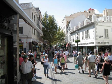 Main Street. Hauptgeschäftsstrasse - Ausflug nach Gibraltar