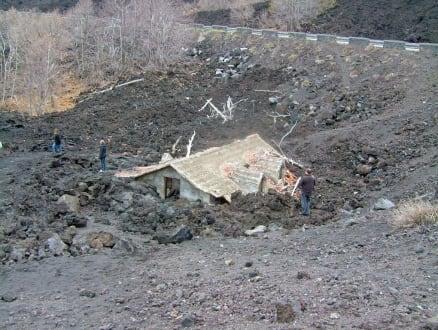 in Lava versunkenes Haus - Vulkan Ätna
