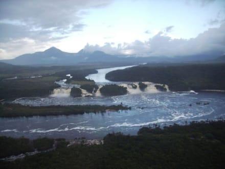 Canaima von oben. - Wasserfälle von Canaima - Salto Sapo