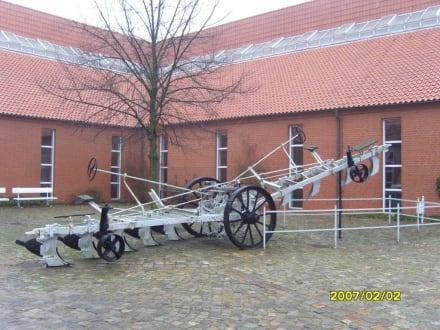 """Das """"UNGETÜM""""! - Landwirtschaftsmuseum Meldorf"""