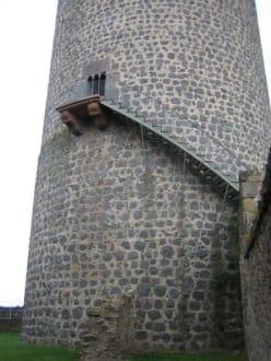 Der Turm mit Außentreppe. - Burg Münzenberg