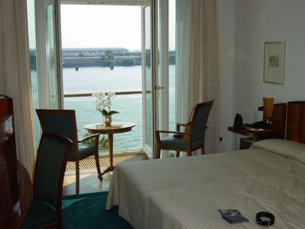 Blick aus einem Zimmer mit Elbblick - Hotel Louis C. Jacob
