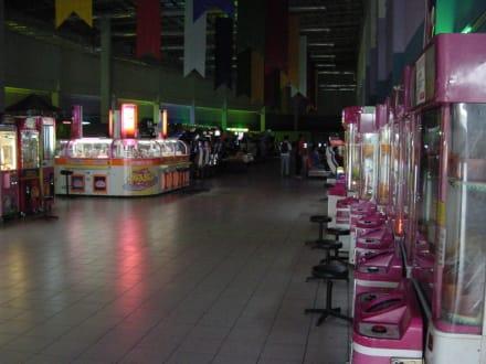 Eine der Spielhallen im Obergeschoss - Megamall