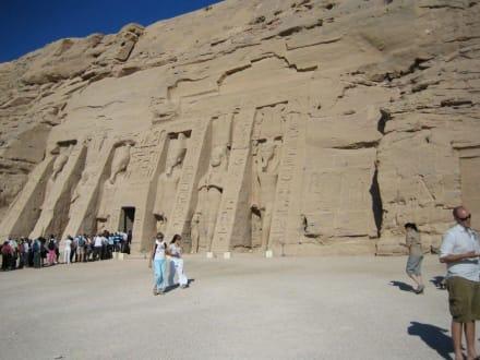 Der kleine Tempel in Abu Simbel - Tempel von Abu Simbel