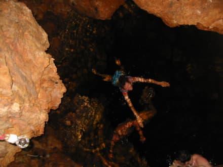 Bad in der Höhle - Nationalpark El Choco