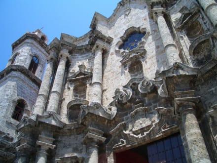 Altes Prachtgebäude - Kathedrale San Cristóbal