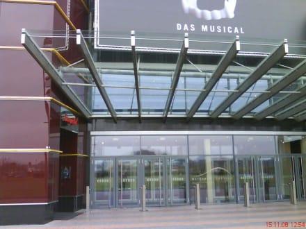 Eingang zum Metronom-Theater Oberhausen - Tanz der Vampire