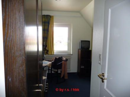 Zimmer vom hotelflur aus gesehen bild hotel rodenb ck in for Zimmer neuharlingersiel