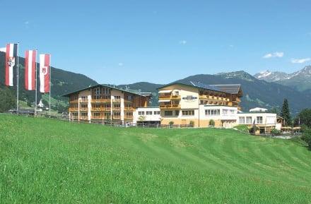 hotel fernblick im montafon vorarlberg bild ferienhotel fernblick in bartholom berg. Black Bedroom Furniture Sets. Home Design Ideas