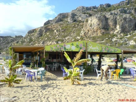 Eine der Strandtavernen an der Tsambika-Bucht - Strand Tsambika