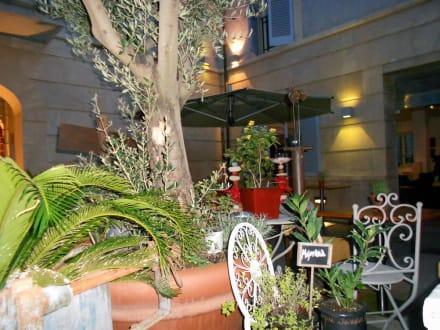 Gemütlicher Innenhof - UR Hotel Misión de San Miguel