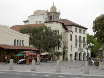 Olvera Street in Los Angeles - El Pueblo de Los Ángeles State Historic Park