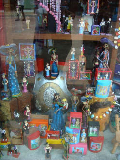 Leicht morbider Souvenirshop - Einkaufen & Shopping