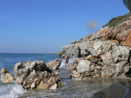 Versteckt hinter Felsen - Versteckte Bucht