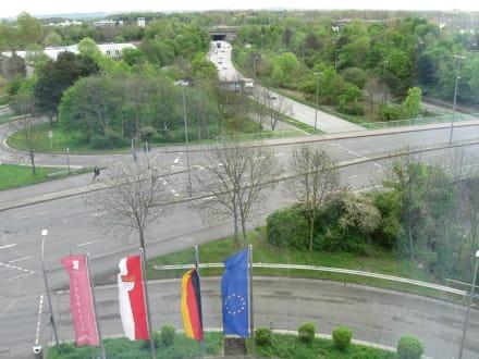 Blick auf die Strasse vor dem Hotel - Leonardo Hotel Köln