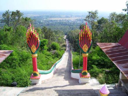 Unendlich lange Treppe - Weisser Buddha