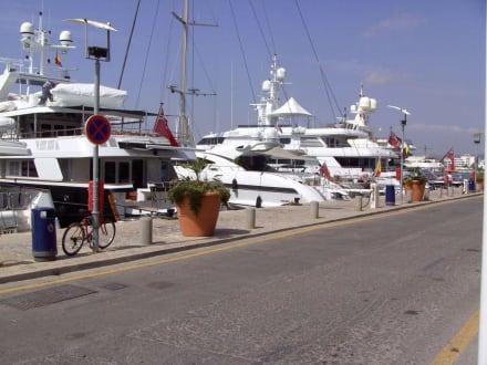 Zugangsstraße der Groß-Yachten - Hafen Ibiza Stadt