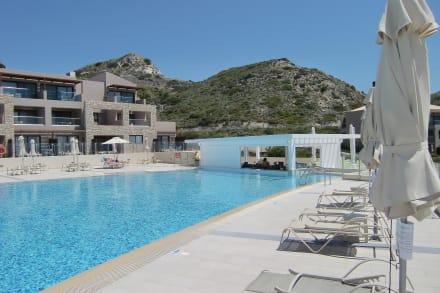 Pool mit Poolbar - FAMILY LIFE Blue Lagoon Village
