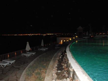 Blick vom Mainpool nach Sharm - Hotel Reef Oasis Blue Bay