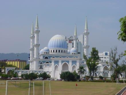 Imposant - Sultan-Ahmad-Shah-Moschee