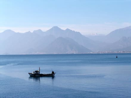 Im Einfahrtbereich des Hafens von Antalya - Hafen Antalya