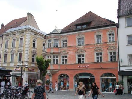 Neue Mode in alten Mauern - Altstadt Straubing