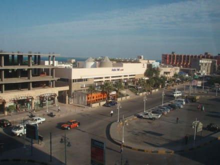 Blick aus dem Cleopatra Center nach rechts - Einkaufen & Shopping