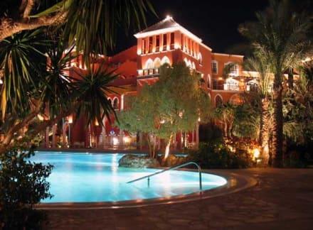 Märchenhafte Nachtbeleuchtung - Hotel Grand Resort