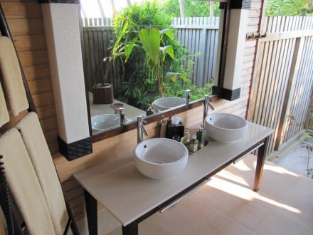 Offenes badezimmer beach villa kuredu island resort spa