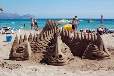Ungeheuer aus Sand - Strand Can Picafort