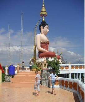 Die Hauptfigur des Tempels - Tiger Cave Tempel (Wat Tham Sua)