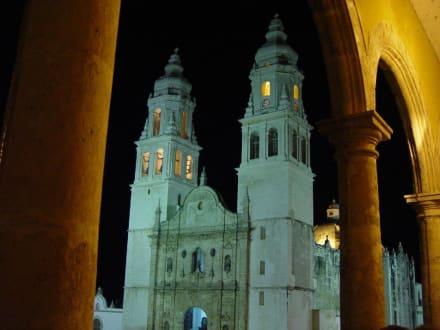 Campeche Mexiko Kirche bei Nacht - Kathedrale von Campeche