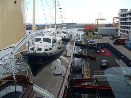 Blick auf die Royal Yacht - Royal Yacht Britannia