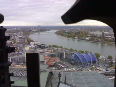Aussicht auf Bahnhof und Theater - Kölner Dom