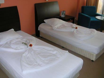 betten machen einmal anders bild hotel astera in goldstrand bulgarien norden bulgarien. Black Bedroom Furniture Sets. Home Design Ideas