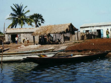 Bootsanlegestelle in einem Dorf in Senegal - Stadtrundgang Saly