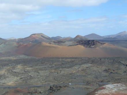 Einer der vielen Vulkane - Nationalpark Timanfaya (Feuerberge)