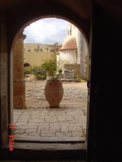 Blick in den Klosterhof - Kloster Moni Arkadi