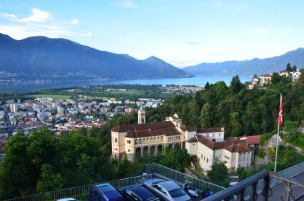 Aussicht von der Pension auf Locarno + Lago Maggio - Madonna del Sasso