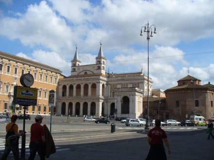 Nebeneingang der Kirche - Basilika San Giovanni in Laterano