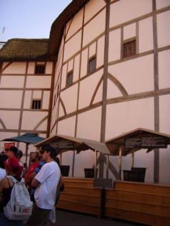 Globe von Außen - The Globe - Theater und Museum
